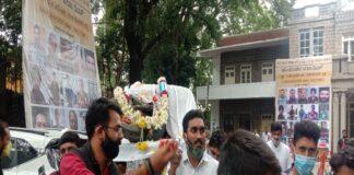 ಪೆಟ್ರೋಲ್ ದರ ಏರಿಕೆ: ಬೈಕ್ ಗೆ ಶವಸಂಸ್ಕಾರ ಮಾಡಿ ಪ್ರತಿಭಟಿಸಿದ ಕಾಂಗ್ರೆಸ್ ಕಾರ್ಯಕರ್ತರು