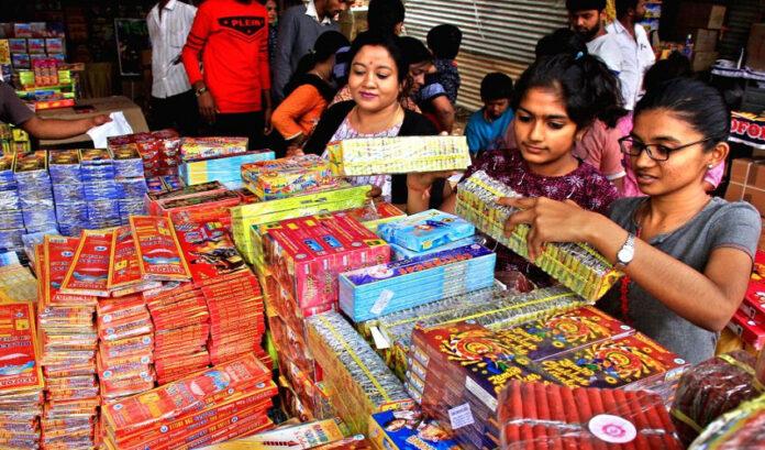 ದೀಪಾವಳಿ: ಪಟಾಕಿ ಸಂಗ್ರಹಣೆ, ಮಾರಾಟ, ಬಳಕೆ ನಿಷೇಧಿಸಿದ ದೆಹಲಿ ಸರ್ಕಾರ