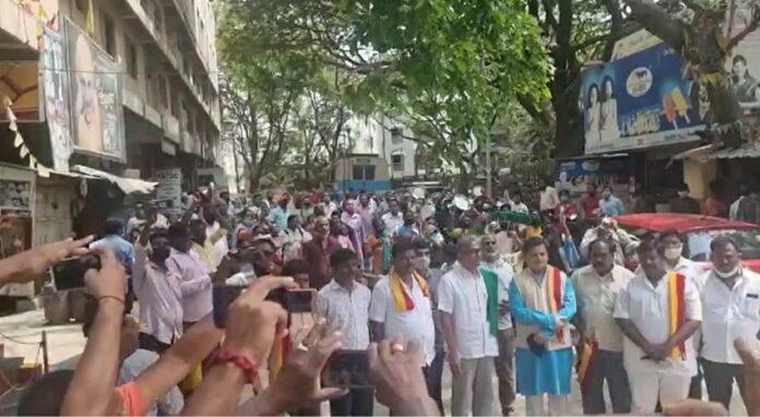ವಿಡಿಯೋ  ಸಾರಿಗೆ ಮುಷ್ಕರ ಆರನೇ ದಿನಕ್ಕೆ-ತಟ್ಟೆ, ಲೋಟ ಬಡಿದು ನೌಕರರ ಪ್ರತಿಭಟನೆ!   Naanu gauri