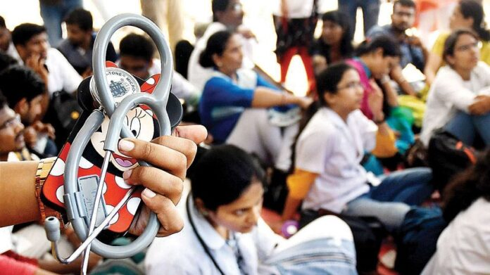 ನೀಟ್-ಪಿಜಿ ಪರೀಕ್ಷೆ 4 ತಿಂಗಳು ಮುಂದೂಡಿಕೆ: ಅಂತಿಮ ವರ್ಷದ ಎಂಬಿಬಿಎಸ್ ವಿದ್ಯಾರ್ಥಿಗಳು ಕೊರೊನಾ ಕರ್ತವ್ಯಕ್ಕೆ
