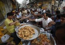 ಕಾನ್ಪುರದ 256 ಪಾನ್, ಸಮೋಸ, ಚಾಟ್ ಮಾರಾಟಗಾರರು ಕೋಟ್ಯಾಧಿಪತಿಗಳು!