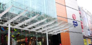 ಬೆಂಗಳೂರು:ಆಸ್ತಿ ತೆರಿಗೆ ಪಾವತಿಸದ ಹಿನ್ನೆಲೆ ಮಂತ್ರಿ ಮಾಲ್ಗೆ ಬೀಗ ಹಾಕಿದ ಬಿಬಿಎಂಪಿ