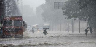 ಹೈದರಾಬಾದ್ನಲ್ಲಿ ಭಾರಿ ಮಳೆ: ಪ್ರವಾಹಕ್ಕೆ ಸಿಲುಕಿ ಇಬ್ಬರು ನಾಪತ್ತೆ